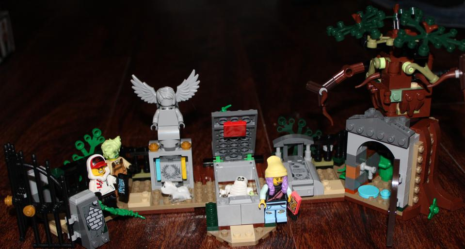 Review: LEGO Hidden Side Busts Some App-Activated Ghosts