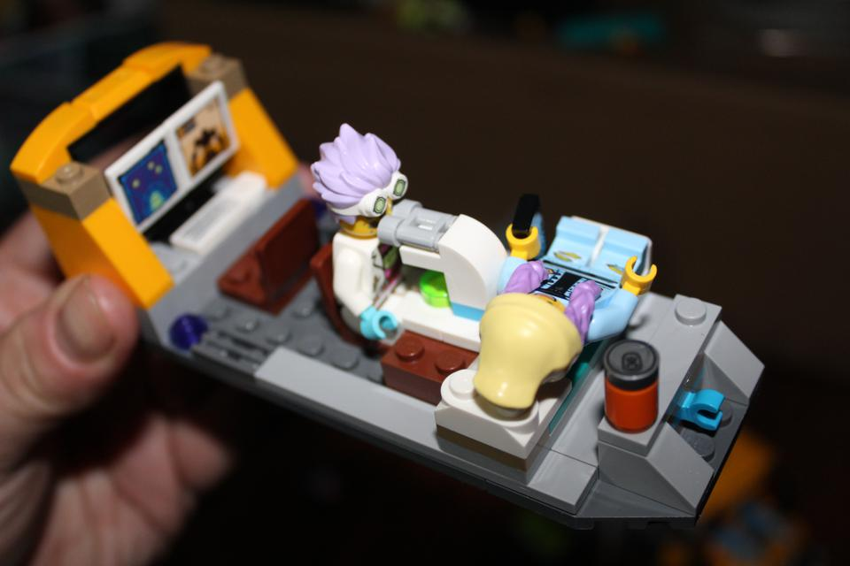 lego pull-out schoolbus