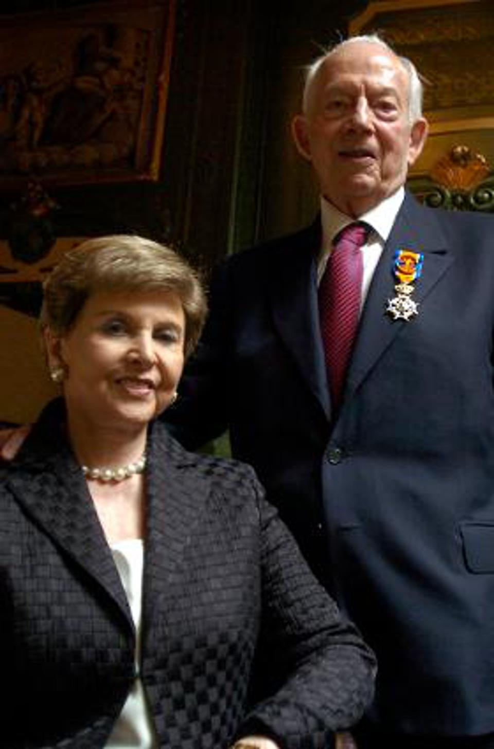 Raymond Sackler with his wife, Beverly.