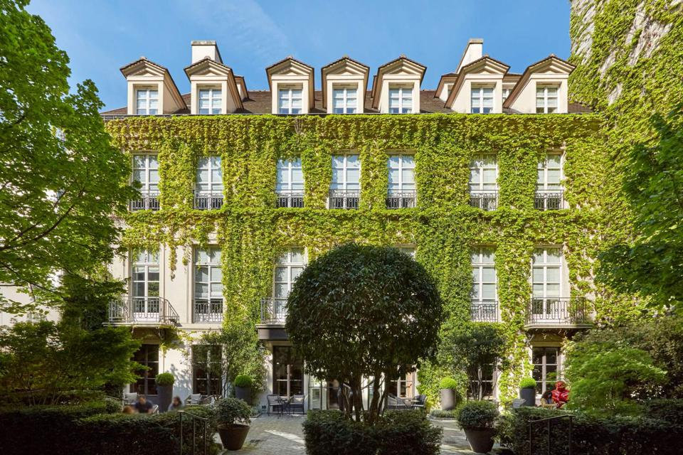 Pavillon de la Reine, a pet-friendly hotel