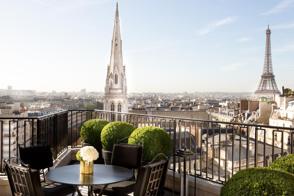 Four Seasons Hotel George V Terrace, a pet-friendly hotel