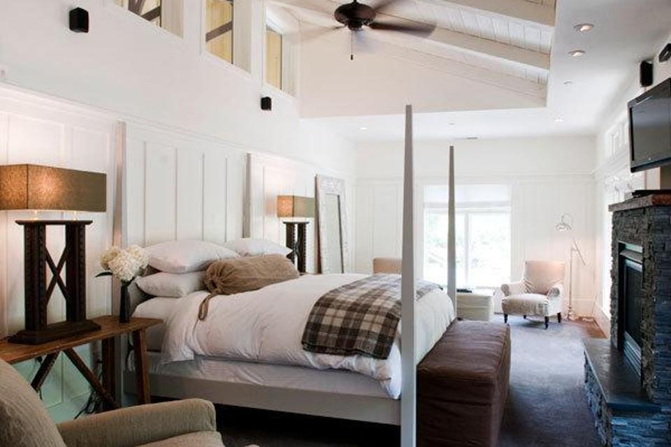 Cozy Guestroom at Farmhouse Inn
