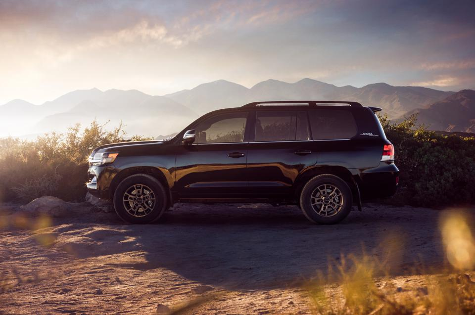 Toyota Is Canceling The Land Cruiser In 2022 And It S About Time