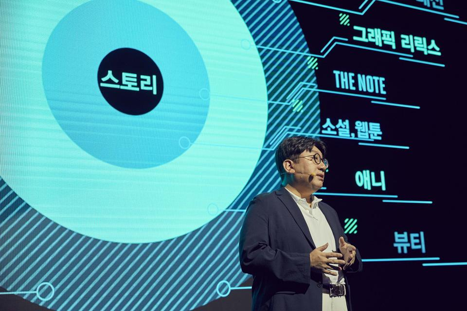 CEO Bang Si-Hyuk speaks at Big Hit Entertainment's corporate briefing on Aug. 21, 2019.