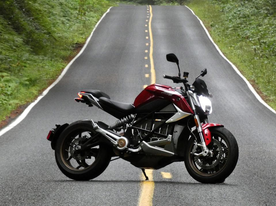 Review: Zero's New SR/F Electric Motorcycle Delivers Big Bike Thrills, No Gas Needed