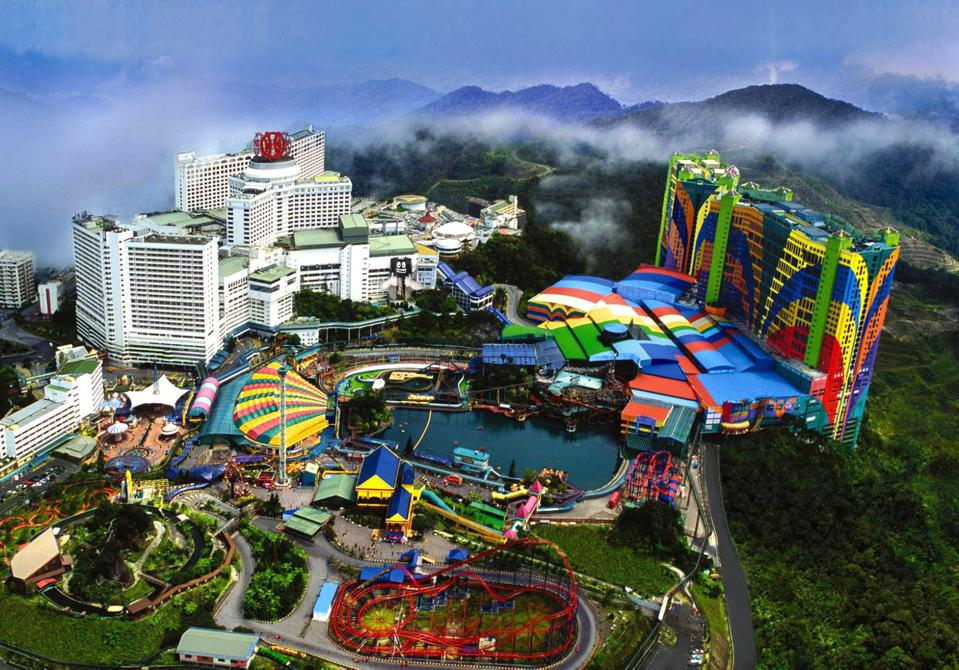 Aerial view of First World Hotel in Malaysia with 7,351 rooms and multiple theme parks.