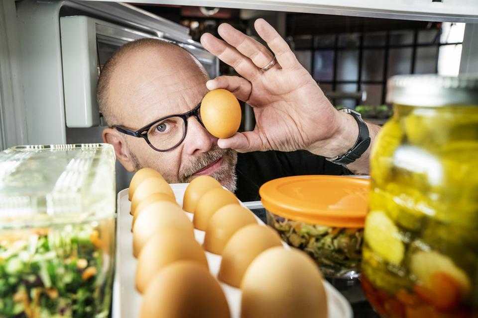 Alton Brown's coming back in Good Eats: The Return