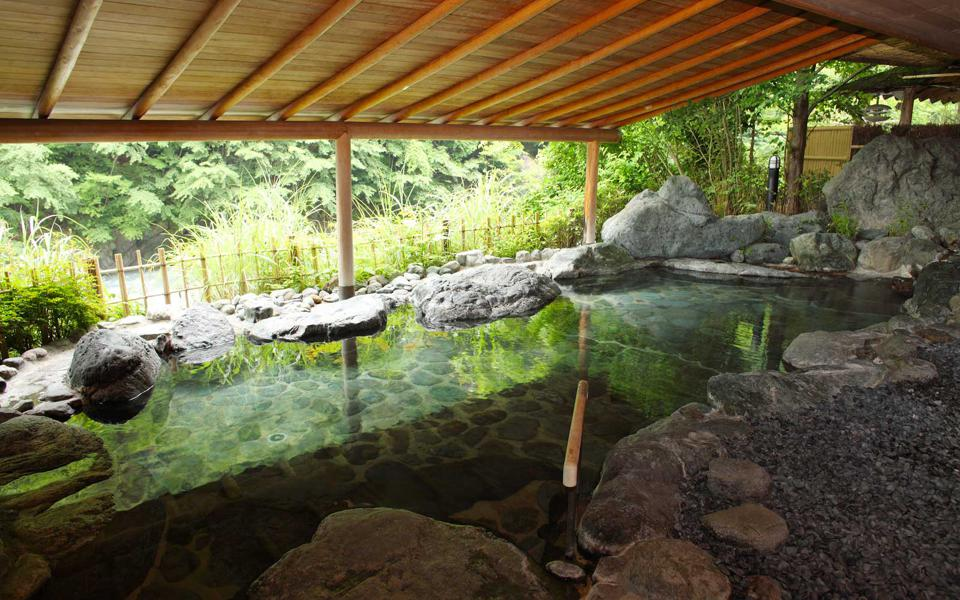 Keiunkan's famous bath, Mochitani no Yu, has water fed directly from the hot springs
