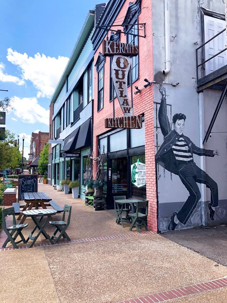 Elvis mural in Tupelo.