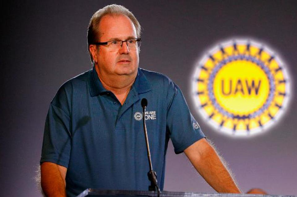 The home of UAW President Gary Jones was raided by the FBI as negotiations with U>S. automakers got underway.