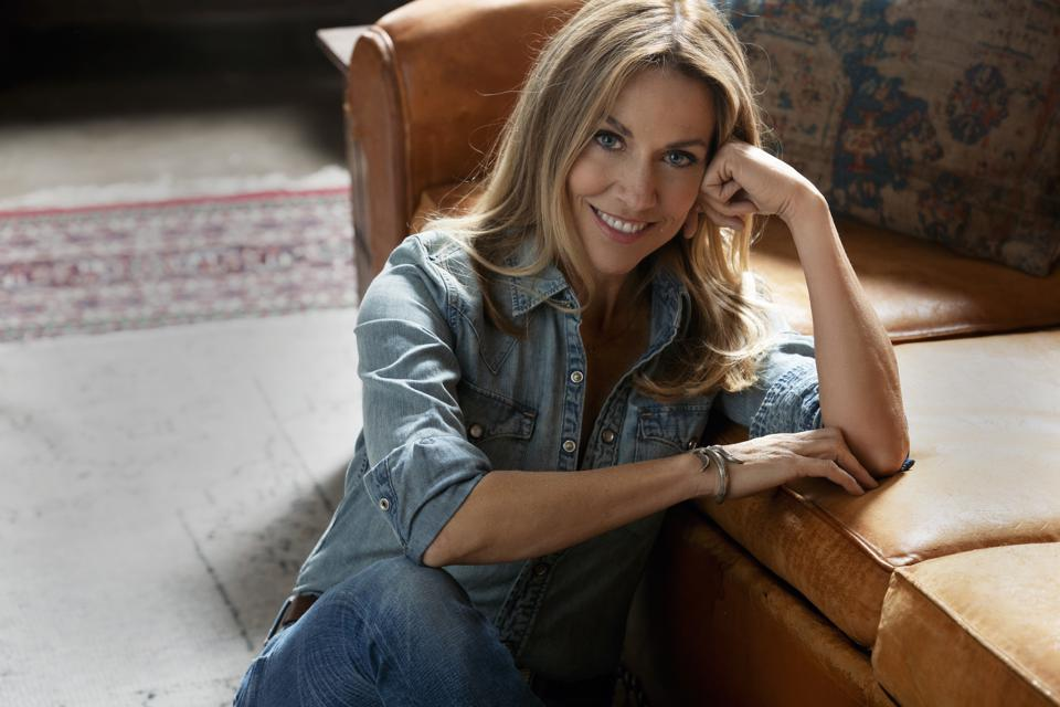 Famous Friends & Music Heroes Join Sheryl Crow on New 'Threads' Album