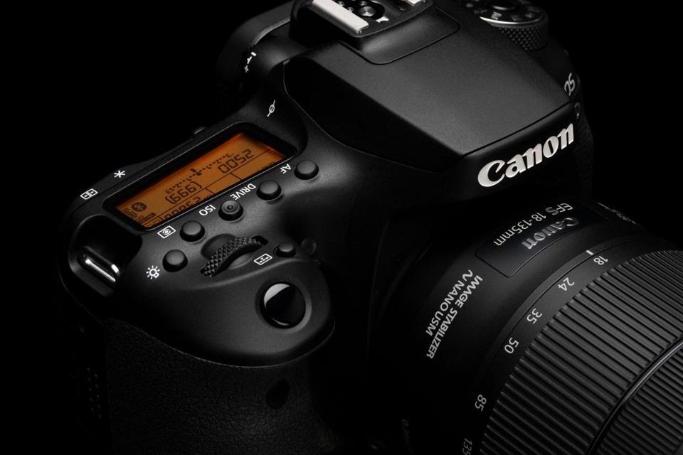 Canon 90D top screen