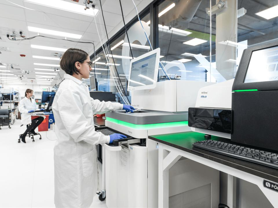 A female bioscientist in a high-tech biology lab.