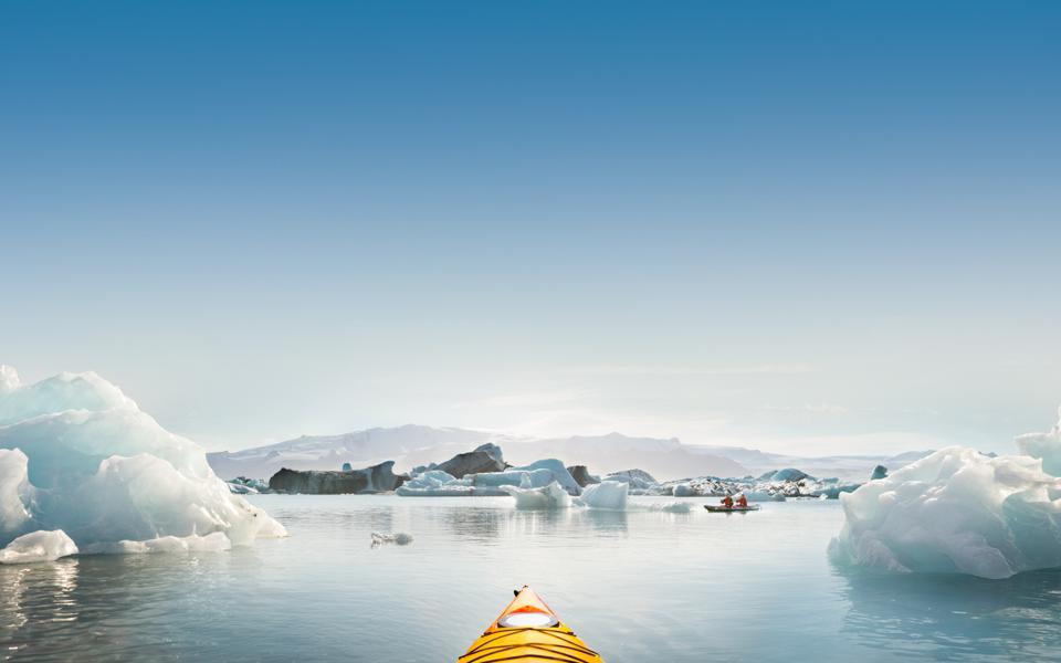 Photo of a kayak in a sunlit Icelandic lake at winter