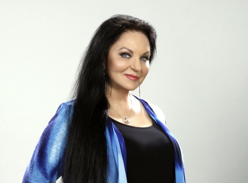 """Crystal Gayle Sings Classic Country On New """"You Don't Know"""