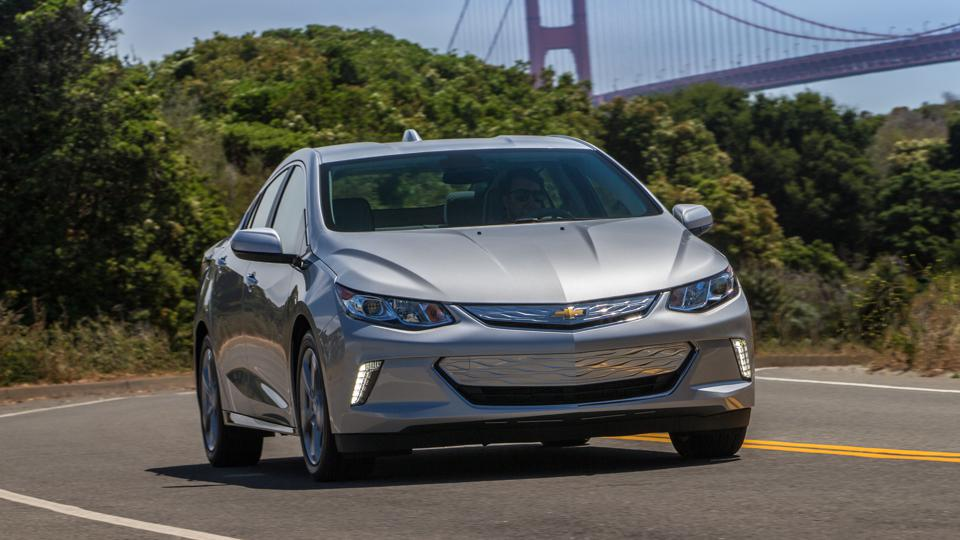 Chevrolet is offering a hefty cash rebate on the soon to be discontinued Volt extended range electric car.