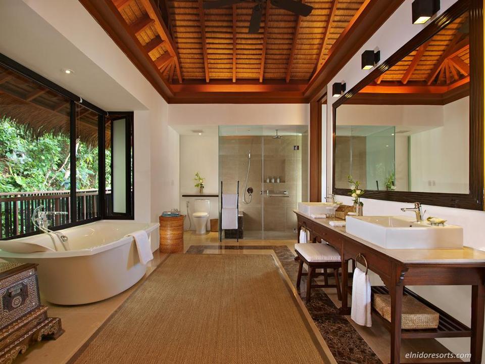 Bath and tub of the Canopy Villa at Pangalusian Island