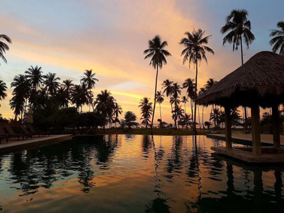 Sunsets by the infinity pool of Club Agutaya