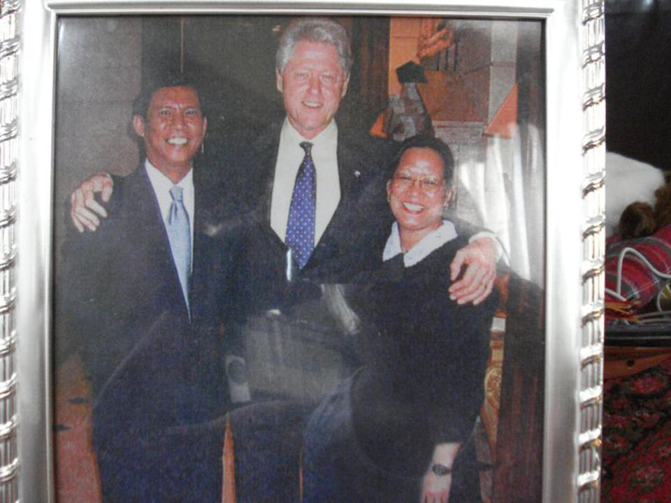 The Fontanillas with Bill Clinton, center.
