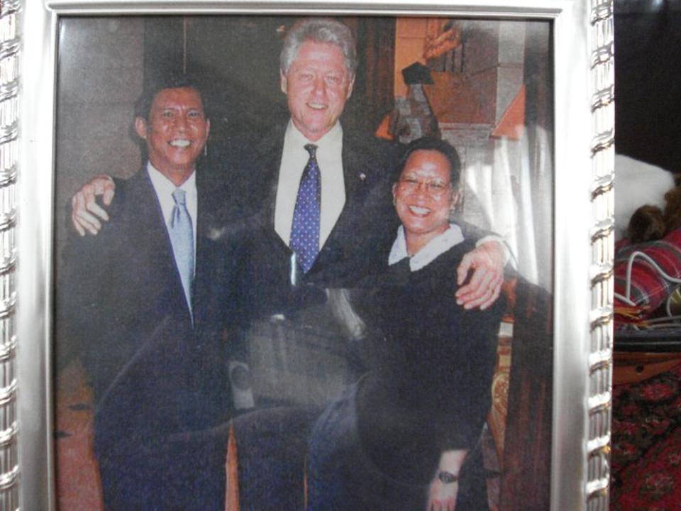 The Fontanillas with Bill Clinton, center.