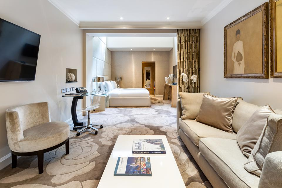 The May Fair Hotel offers 37 luxurious suites to choose from. Many of the suites have the option to add extra bedrooms to make a stylish 2 or 3 bedroom space. Seen here is a Junior Suite.
