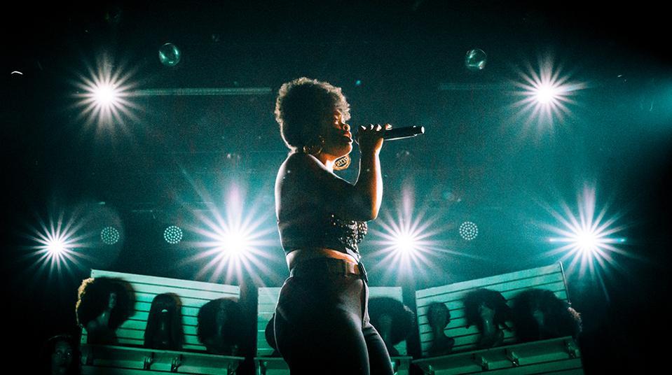 R&B Sensation Ari Lennox Talks Stardom and Staying Healthy On The Road