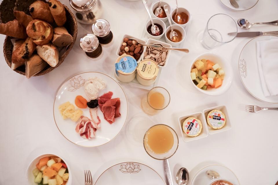 ST. TROPEZ - Breakfast at Pan Dei Palais