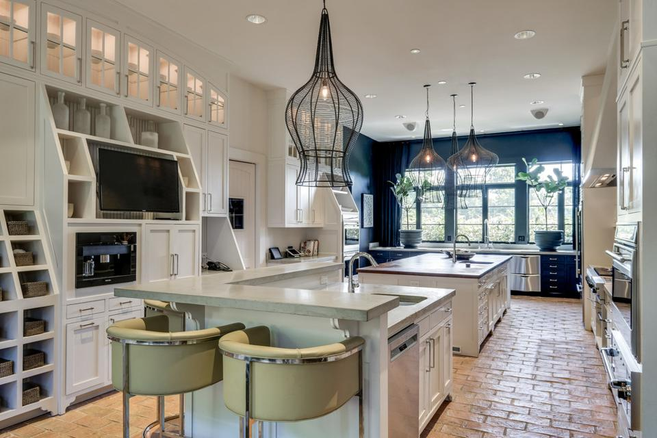 Large kitchen with double islands