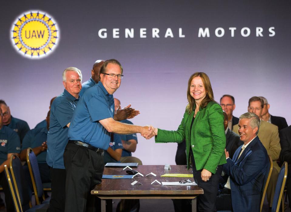 GM UAW handshake