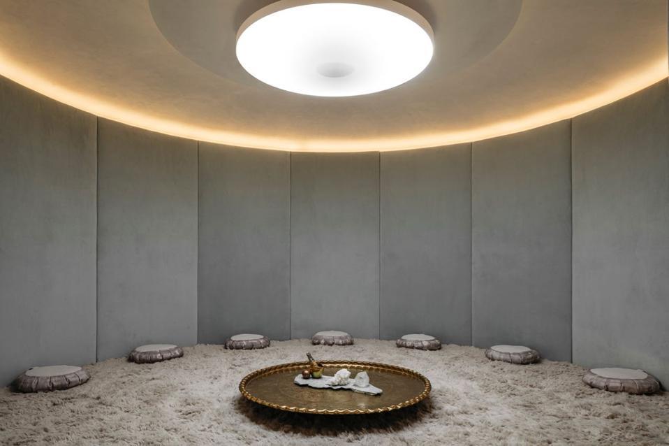 So finden Sie Zen an einem anstrengenden Tag - im Meditationsraum des WELL, NYC
