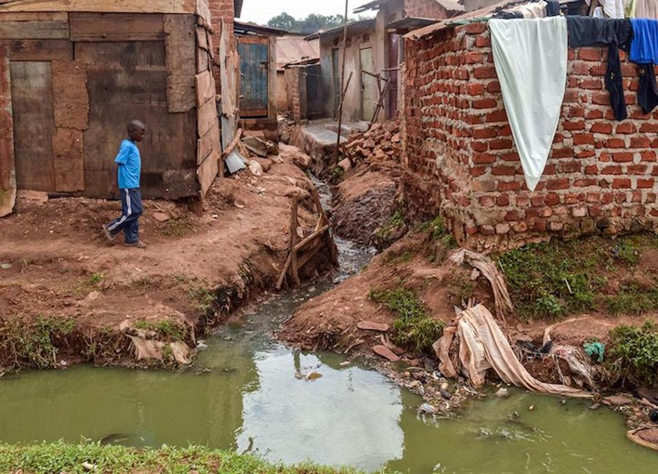 Informal settlements like this one in Kampala City, Uganda, lack proper infrastructure and so residents must resort to using communal latrines. Innovators are testing ways to address this issue and other sanitation challenges with UNICEF's help.