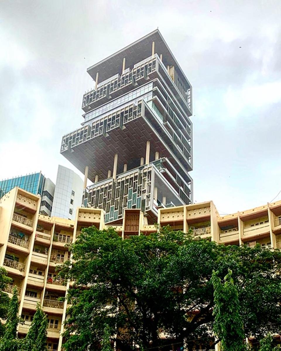 Mukesh Ambani's 27 story residence in Mumbai