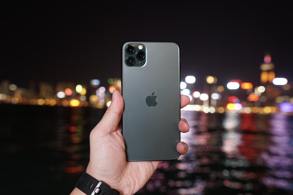 """iPhone 11 Pro Max in """"Midnight Green"""""""