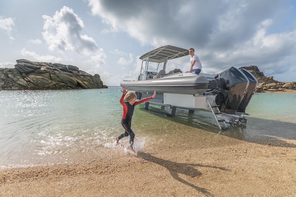 Iguana X-100 Beach Tender