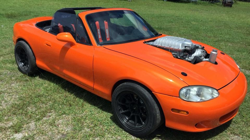 This is what a 1999 Mazda Miata looks like when fitted with the Dodge Challenger Hellcat's supercharged V8 engine.