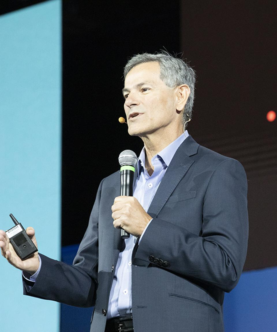 Juan Loaiza, Oracle's executive vice president of mission-critical database technologies, tells an Oracle OpenWorld crowd how new database trends are creating opportunities.