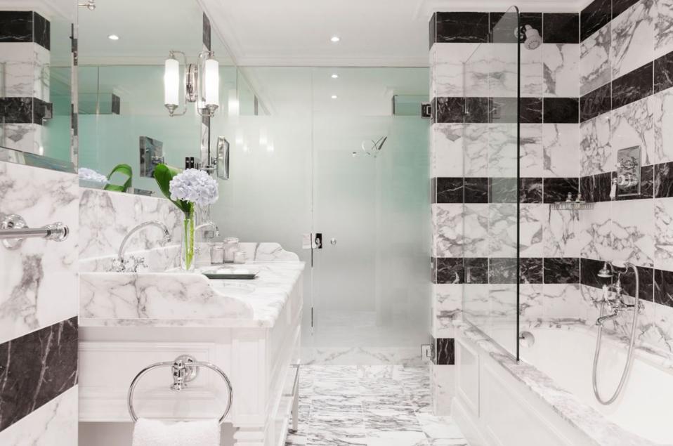 Bathroom at Hotel d'Angleterre