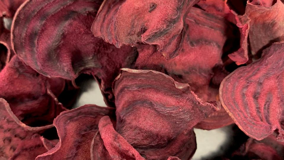 Dehdrated crisps from food waste