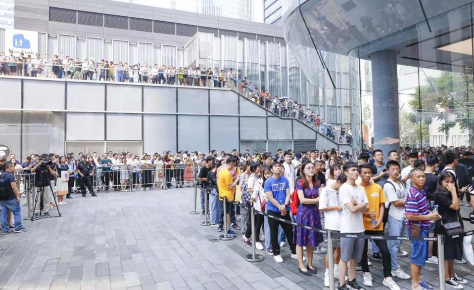 Huawei flagship store in Shenzhen.