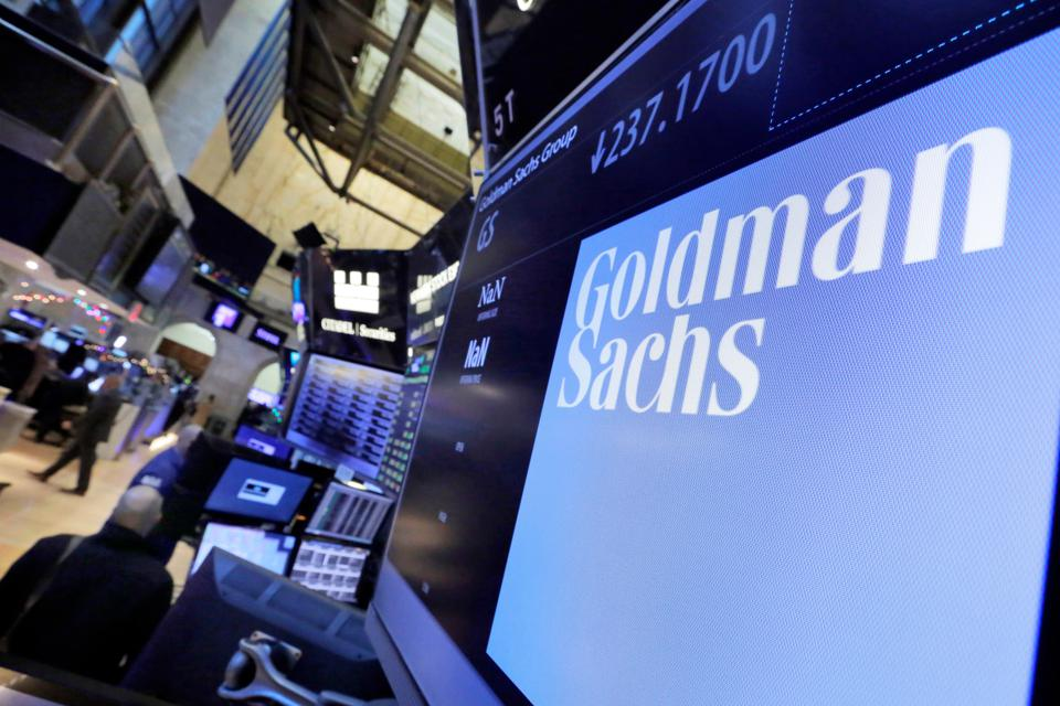 Earns Goldman Sachs