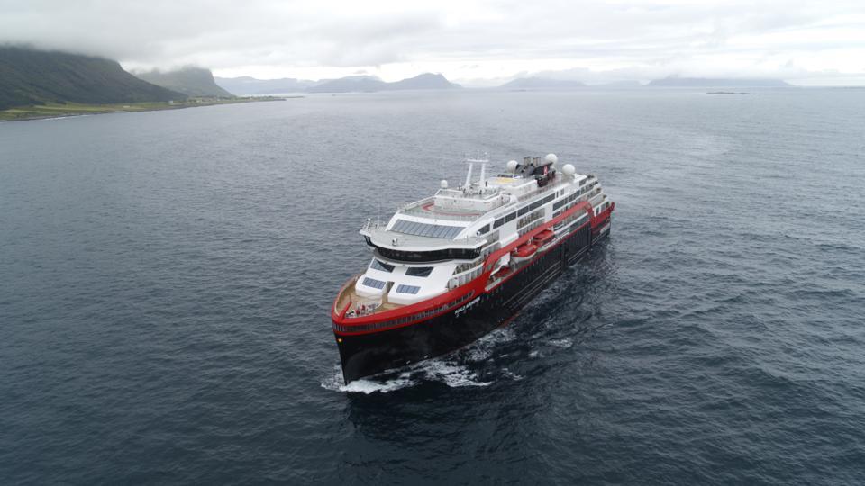 Hurtigruten MS Roald Amundsen
