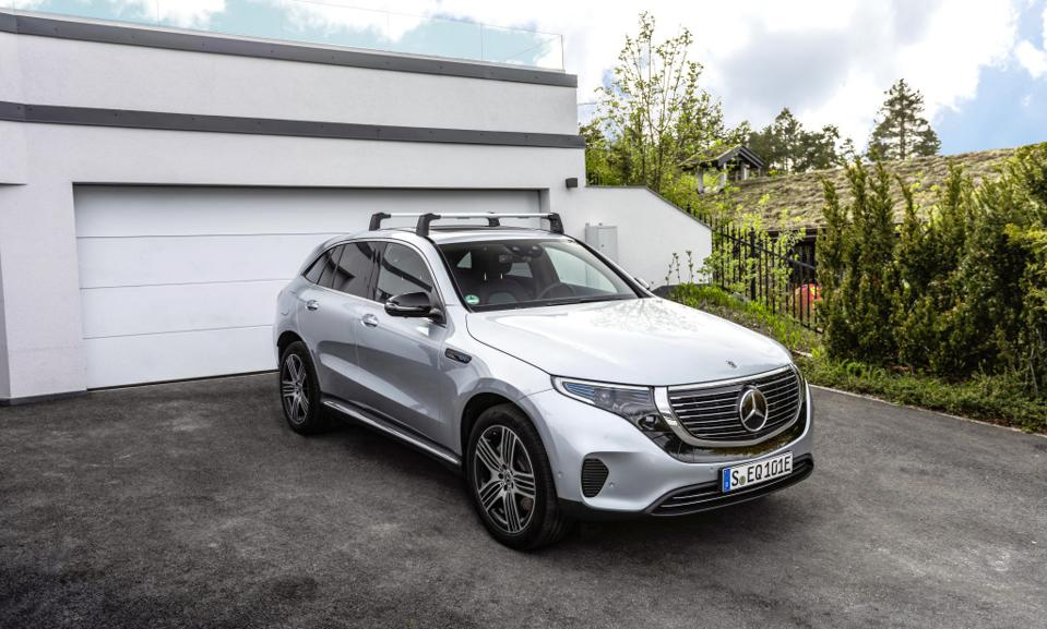 Mercedes-Benz presents original-parts for the EQC.