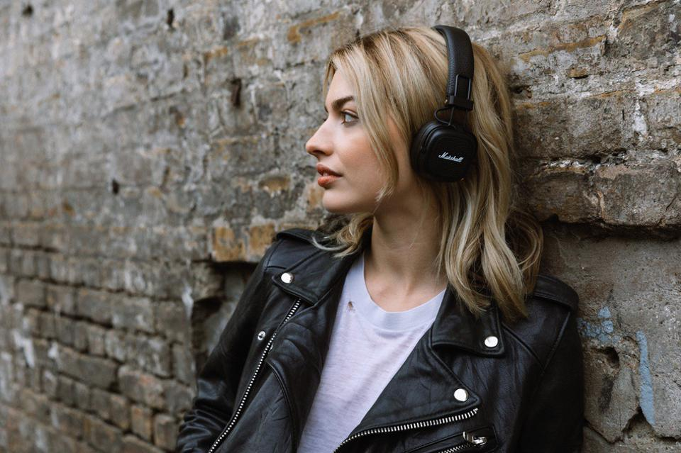 These New Voice-Controlled Marshall Headphones Can Play For 6o Hours On One Battery Charge