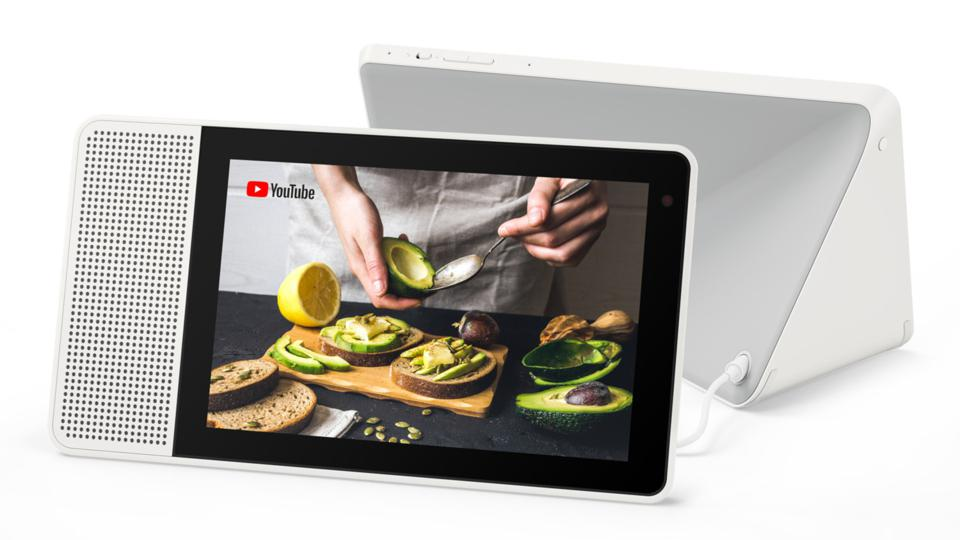 Lenovo Smart Display avec YouTube à l'écran.
