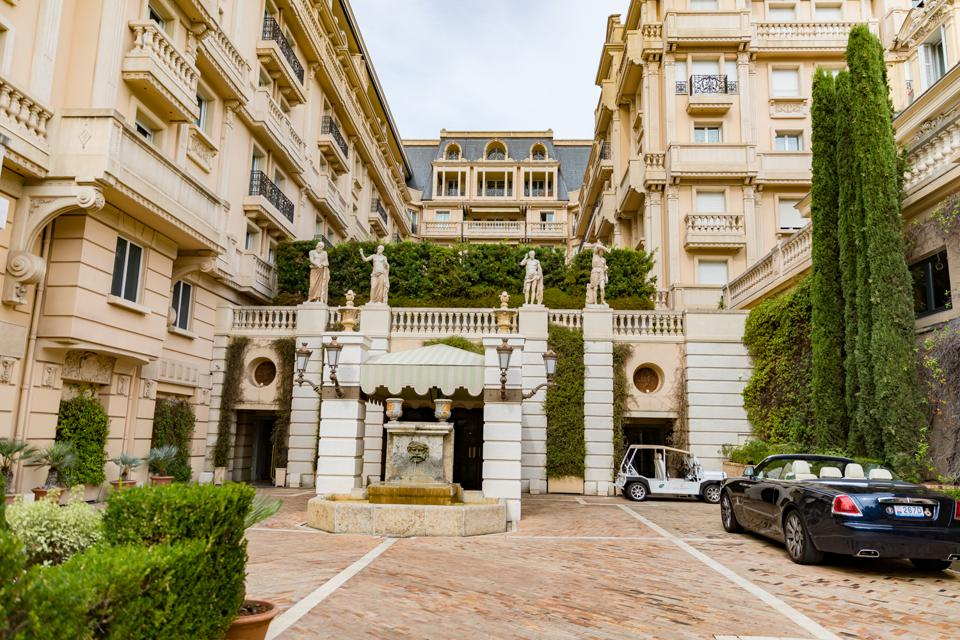 Monte Carlo - View of the entrance of the Hotel Metropole
