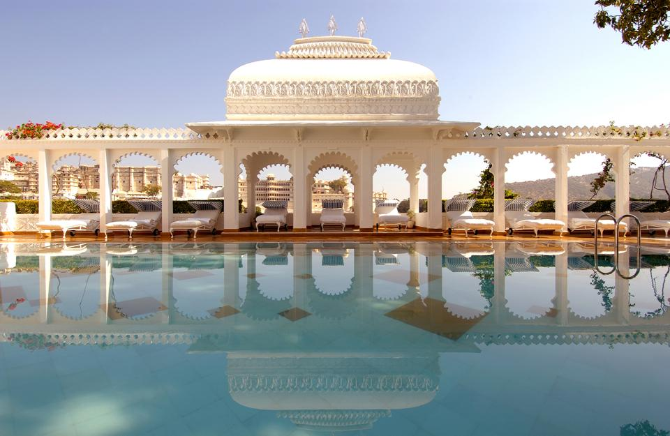 Witness royal celebrations, travel via horse-drawn carriage, and embark on a royal safari as you travel between palace to palace.