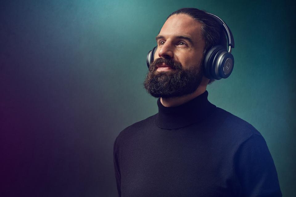 Man wearing Iron Black DALI iO-6 headphones