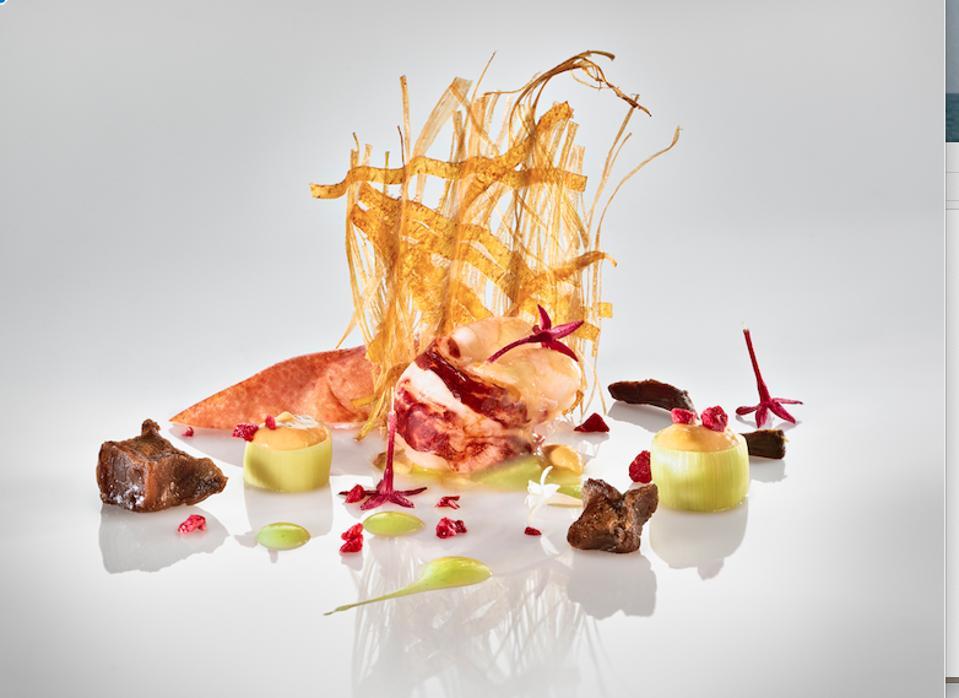 Bogavante con telar de platano y puerro, a lobster dish.