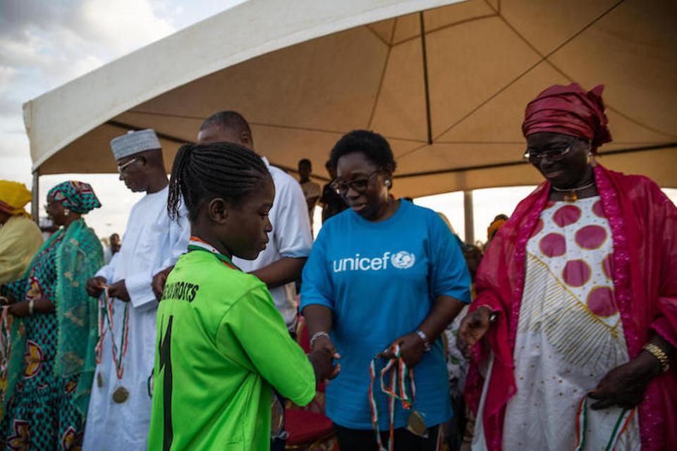 Félicité Tchibindat, UNICEF's Representative in Niger (center), congratulates Pascaline at the end of the tournament.