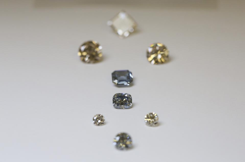 De Beers Laboratory Manufactures Synthetic Diamonds It Will Never Sell